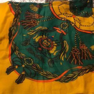 Accessories - Gorgeous big square scarf